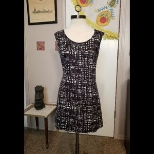 Alyn Paige black and white dress, small
